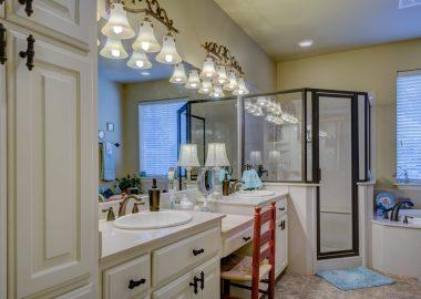 bathroom-2046702